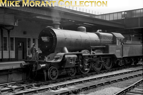 SLS/MLS: York Excursion 1/7/51 Lancashire & Yorkshire 4-6-0 50455 was a Hughes design with origins as far back as 1908 and known as Dreadnoughts. However, this loco was the last to be built in 1924 just after the grouping and she was the only example of the class to receive a BR number. Here she's depicted in BR lined black livery at York. 50455 was withdrawn from 28A (Blackpool North) in October of that year but found a new lease of life as a Horwich works shunter for a further 11 months.